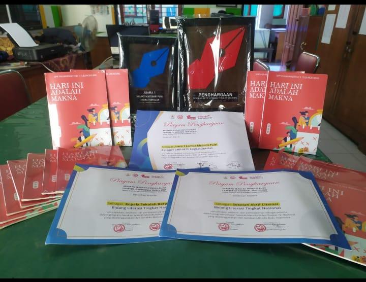 SMPM 1 Tulungagung raih penghargaan sebagai Sekolah Aktif Literasi tingkat nasional dan telah melaunching buku karya siswa (Hendra Nur/PWMU.CO)