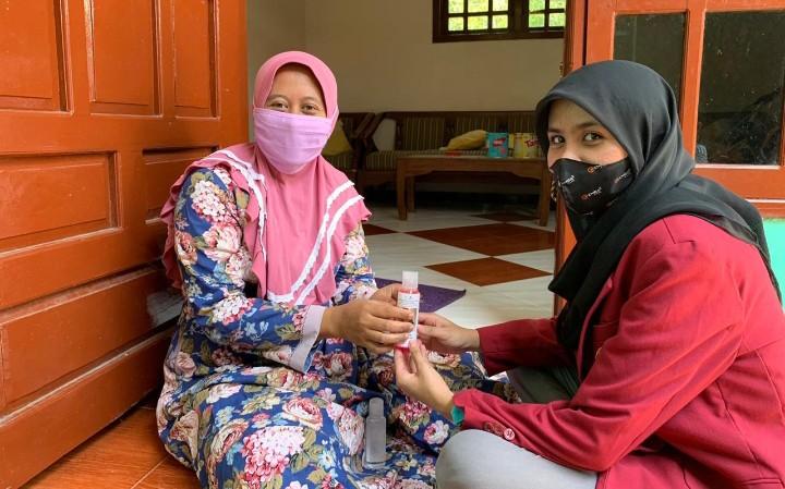 Jangan sekadar cuci tangan. Demikian pesan mahasiswa UMM saat PMM di Desa Ketapangtelu Kecamatan Karangbinangun Kabupaten Lamongan, Ahad (23/8/2020).