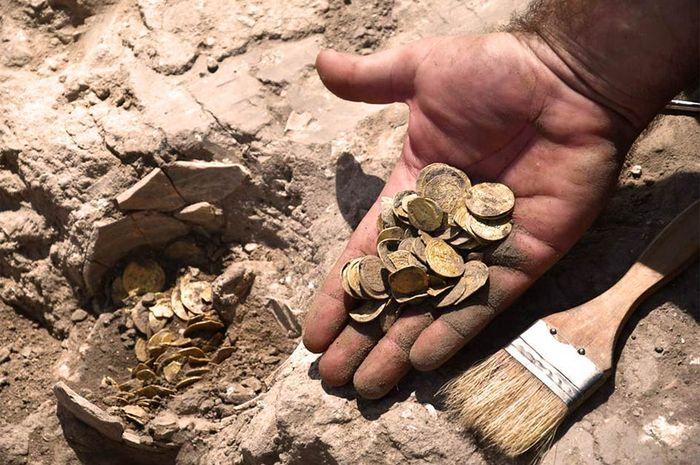 Uang emas zaman Dinas Abbasiyah ditemukan di Israel. (NG)
