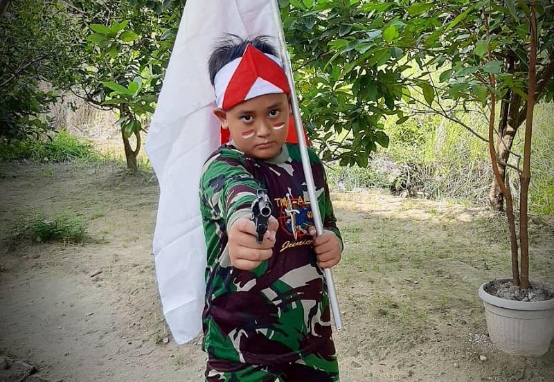 Baju loreng Siswa SD Mugeb berhasil meraih juara 1 dalam lomba busana pejuang 45 yang diadakan Sinergi Kesiswaan Majelis Dikdasmen PCM GKB Gresik.