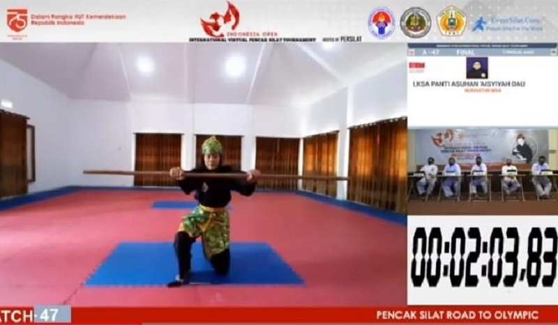 Anak Panti Juara Pencak Silat Virtual. Nurisatun Nisa saat melakukan gerakan pencak silat melalui virtual (Istimewa/PWMU.CO)