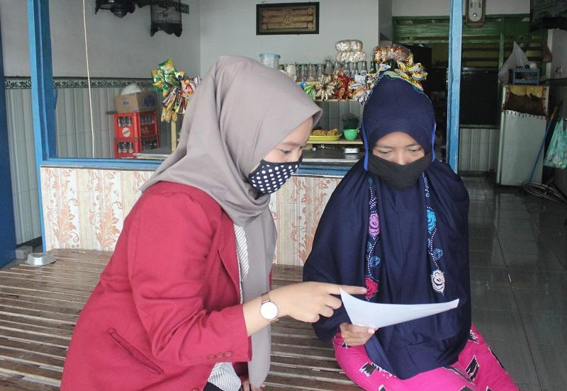 Mahasiswa UMM melakukan sosialisasi protokol kesehatan di Dusun Dermo Desa Dermo di Kecamatan Benjeng Kabupaten Gresik, Sabtu (8/8/20).