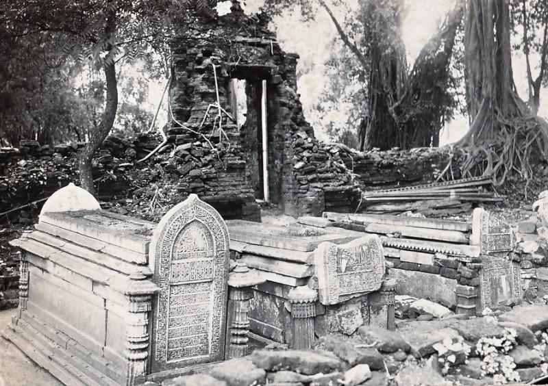 Makam Malik Ibrahim di Gresik zaman dulu. Asal usul walisanga.