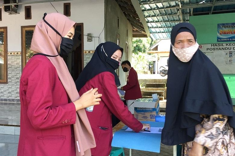 Mahasiswa UMM mengajak warga untuk melakukan budidaya ikan sebagai bentuk membentuk ketahanan pangan keluarga, Ahad (9/8/20).
