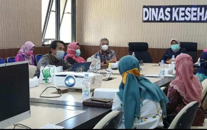 Selain Covid-19 Dinkes Jatim ajak Muhammadiyah tangani TB-HIV. Hal itu disampaikan Kepala Dinas Kesehatan (Dinkes) Provinsi Jatim dr Herlin Ferliana MKes.