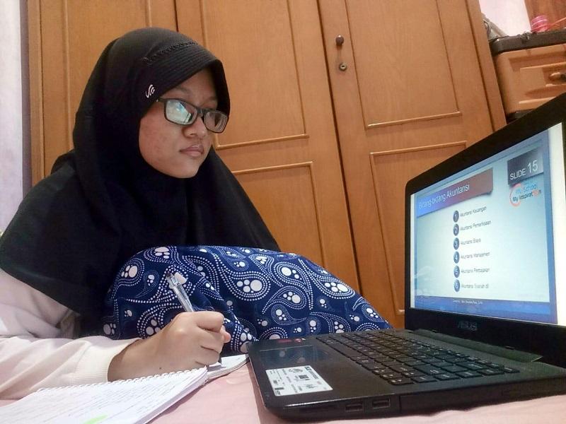 PJJ Smamio mendapat respon positif dari siswa. Hal ini disampaikan Diah Ayu Puspita yang mengaku pembelajaran virtual itu menyenangkan.