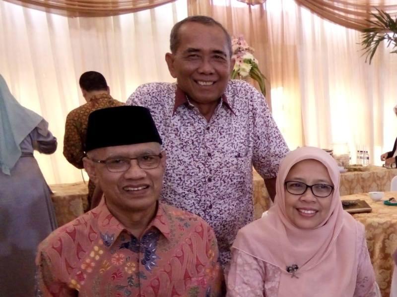 Slamet Hariyanto bersama Ketua Umum Muhammadiyah Haedar Nasir dan istrinya, Siti Djohantini.