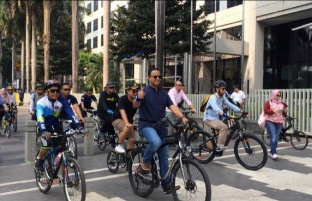 Ingin sehat, banyaklah bergerak dengan bersepeda dan renang. (trb)