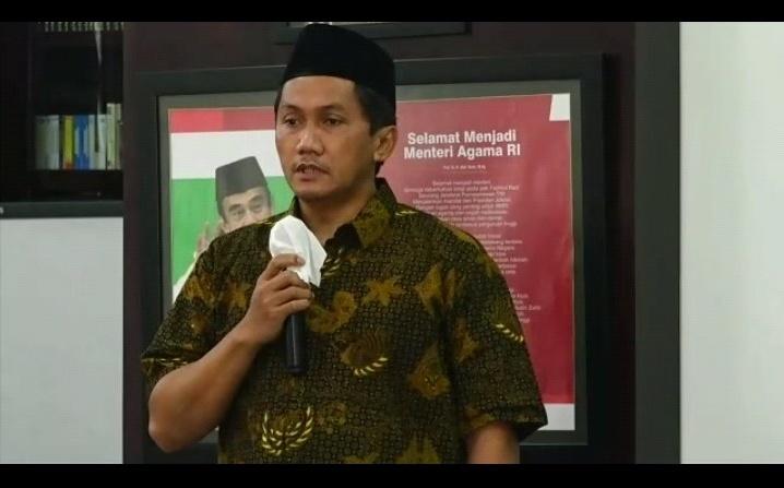 Norman Setiawan SE, putra Prof Malik Fadjar saat sambutan mewakili keluarga dalam Peresmian Gedung Prof Dr Malik Fajar MSc UIN Malik Ibrahim Malang (Nely Izzatul/PWMU.CO)