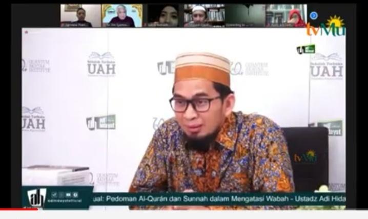 Ustadz Adi Hidayat menjelaskan penyebab terjadinya wabah berdasarkan al-Qur'an dan Hadits (Nely Izzatul/PWMU.CO)