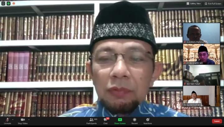 Suami istri itu ibarat sepasang sepatu. Hal itu diungkapkan oleh Ustadz Dr H Ahmad Wijayanto MA pada Pengajian Ahad Malam, Ahad (6/9/2020)