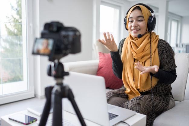 Saat Guru Dipaksa Jadi Youtuber, kolom ditulis oleh Firdaus Nuzula, Guru SD Muhammadiyah 2 GKB Gresik (Berlian School).