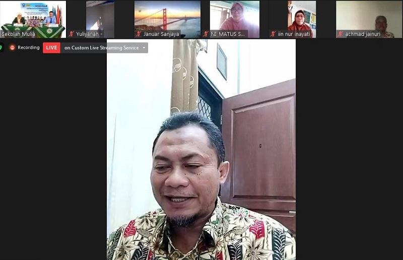 Empat dasar pelaksanaan PKB guru madrasah disampaikan Drs Abdul Wafi MPd pada kegiatan Webinar Madrasah Muhammadiyah Jawa Timur melalui Zoom, Sabtu (24/10/20).