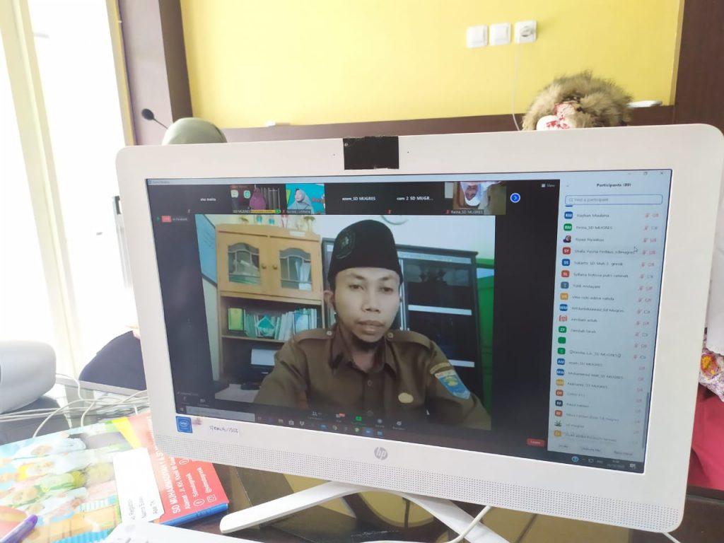Sukarman, Kepala MI Muhammadiyah Hadimulyo Metro Lampung saat kegiatan Silaturrahim Virtual bersama SD Mugres (Aisyi Hartini/PWMU.CO)