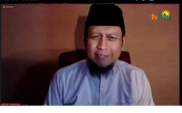 Imam Masjid Al - Hikmah New York Ustadz Arifin Jayadiningrat Lc saat menyampaikan materi Rahasia agar Hidup Bercahaya (Nely Izzatul/PWMU.CO)