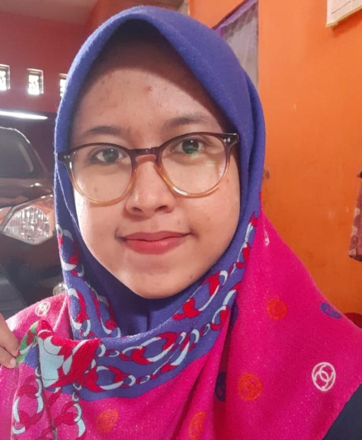 Guru Mimsagum, Maulvi Amanda Surya, peraih Gold Award pada Final Olimpiade Guru Matematika se-Indonesia ke-5. (Maulvi Amanda Surya/PWMU.CO)