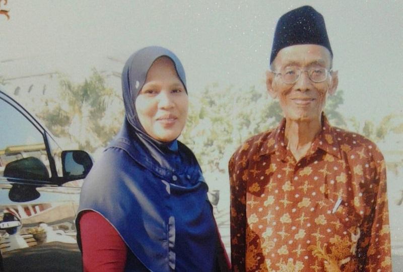 Wafat, sesepuh Muhammadiyah yang rajin dakwah bersepeda ontel. Tepatnya Sabtu, (7/11/20) H Farchan HN meninggal dunia di kediamannya, Dusun Gendong Desa/Kecamatan Laren Lamongan.
