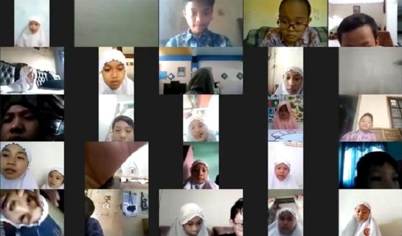 Sekolah kompleks Gresik menggelar semarak Milad Muhammadiyah ke-108 yang dilaksanakan secara virtual, Rabu (18/11/20).
