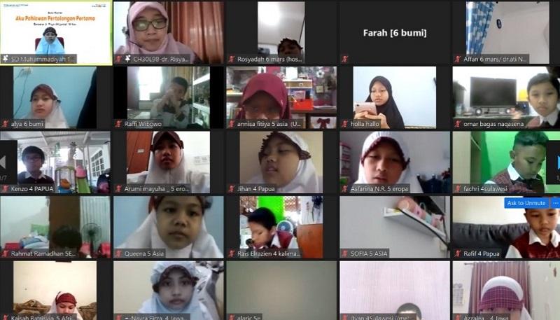 Undang dokter, siswa SD Muhammadiyah 1 GKB (Mugeb) belajar P3K pada kegiatan Guest Teacher secara virtual, Selasa (10/11/20).