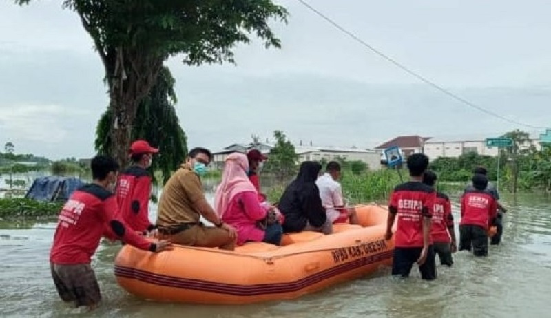 Gempa SMAM 8 Gresik beraksi di bencana banjir daerah Gresik bagian selatan yang melanda Kecamatan Cerme dan Benjeng sejak Senin (14/12/20).