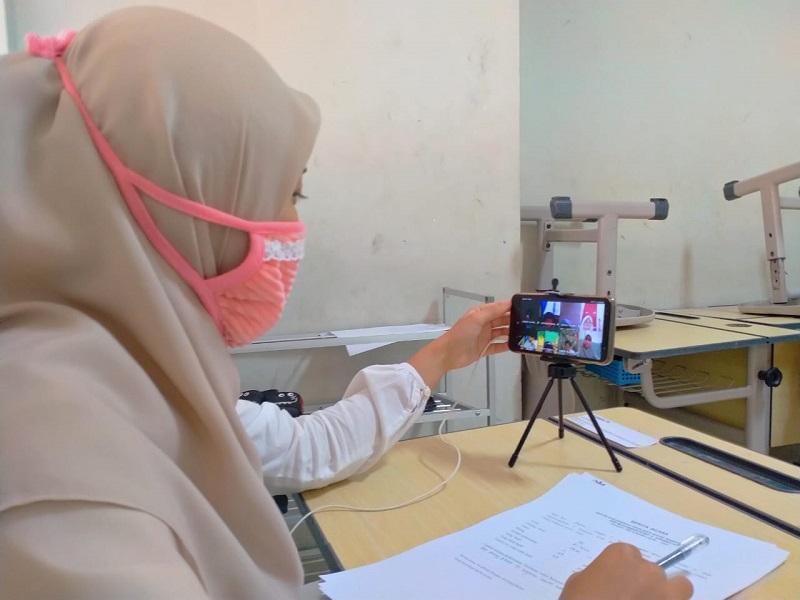 Latihan kejujuran lewat ujian PAS daring dilakukan SMP Muhammadiyah 5 Surabaya (Spemma), Senin (7/12/20).