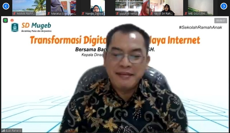 SD Mugeb menggandeng Kominfo menggelar Parenting Education dengan tema Transformasi Digital di Era Budaya Internet secara virtual, Jumat (18/12/20).