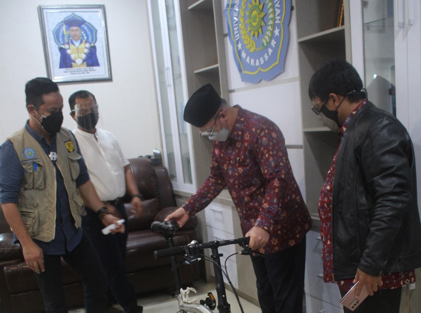 Lelang sepeda menjadi bagian kepedulian Unismuh Makassar dalam menggalang dana kemanusiaan untuk gempa di Sulawesi Barat.
