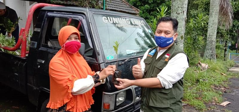 Hari Gerakan Sejuta Pohon, NA Kota Malang menyebar 1.000 bibit tanaman dari BPDASHL di 5 kecamatan, Ahad (10/1/21).