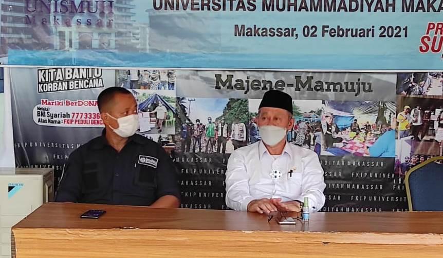 Tim psikososial dilepas Rektor Unismuh Makassar Prof Ambo Asse di pelataran Fakultas Keguruan Ilmu Pendidikan (FKIP) Unismuh, Selasa (2/1/21).