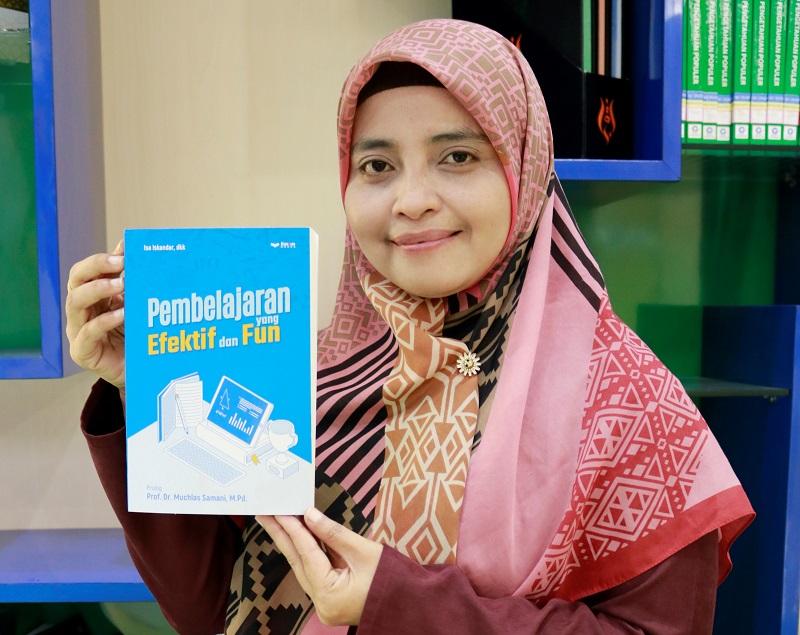 Guru Smamio meluncurkan buku antologi Pembelajaran yang Efektif dan Fun yang memuat tulisan opini dari 35 guru. Buku ini di-launching saat perayaan Milad ke-6 dalam acara Penguatan Idelogi Muhammadiyah, Sabtu (23/1/21).