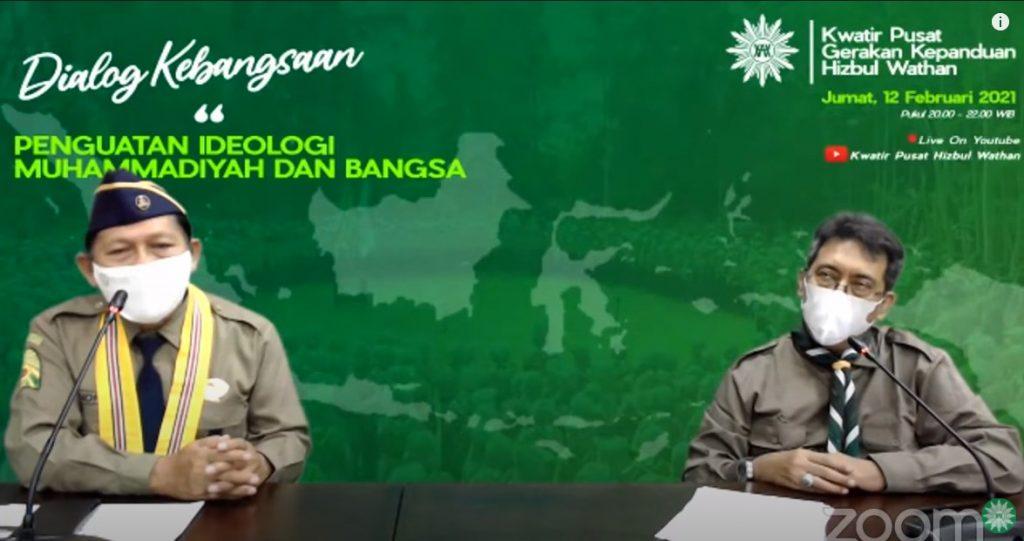 M Afnan Hadikusumo (kanan) menyampaikan tujuh karakter kader pandu HW (Disa Yulistian/PWMU.CO)