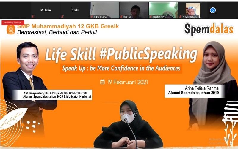 Belajar public speaking, siswa Spemdalas harus berani melawan diri sendiri atau mental block dengan cara teknik afirmasi, pernapasan, dan emotional freedom technique.