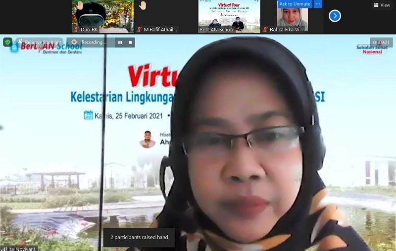 Siswa Berlian School mengintip kebun Percobaan Universitan Internasional Semen Indonesia (UISI) secara virtual, Kamis (25/2/21).
