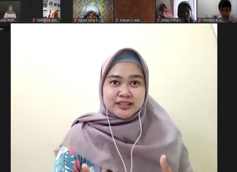 Tiga budaya dalam bahasa Inggris disampaikan Maulita Ridha Hafshah SS dalam kegiatan bertajuk English Fun: With English, We Globalized, Rabu (17/3/21).