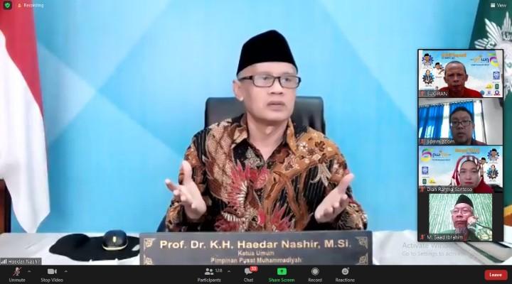 Haedar Nashir:  Tak ada kata terlambat jika ingin memulai kemajuan. Hal itu disampaikannya saat memberikan amanat pada Milad Virtual 5 tahun PWMU.CO, Ahad (21/3/2021).