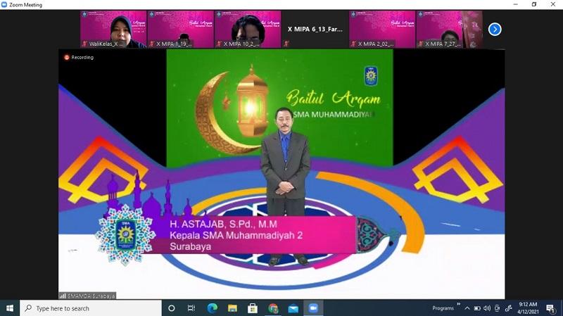 Smamda Surabaya menggelar Baitul Arqam secara virtual untuk siswa kelas X yang diselenggerakan selama 3 hari, mulai Senin-Rabu (12-14/4/21).