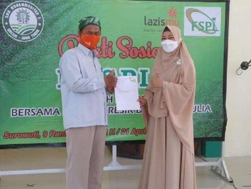 280 bingkisan Ramadhan disalurkan Forum Silaturahim Pengkajian Ilmu al-Quran (Fospiq) Kabupaten Gresik ke warga Surowiti Panceng Gresik, Rabu (21/4/21).