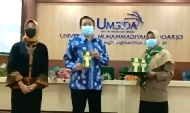 HW Umsida launching kerupuk bandeng dan gelar Seminar Nasional Kewirausahaan secara virtual pada Ahad (11/4/2021).