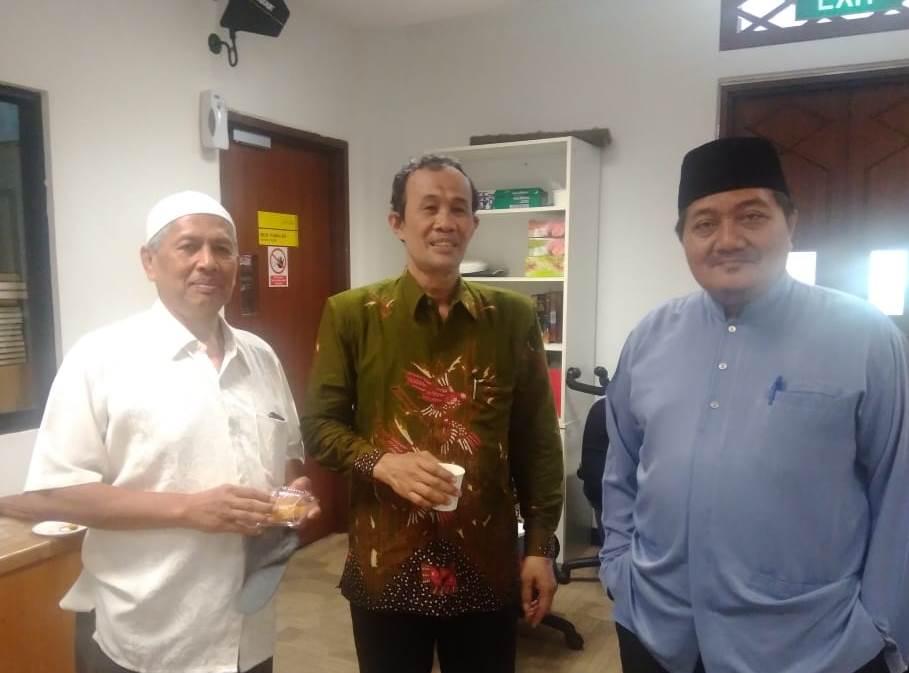 Kenangan Ustadz Nadjib Ngumpulno Balung Pisah, catatan Abdul Wahab, Jurnalis Radio Republik Indonesia (RRI) Surabaya tentang Nadjib Hamid.