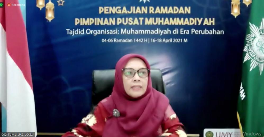 Ketua Umum PP Asiyiyah Siti Noordjannah Djohantini pada Pengajian Ramadhan 1442 H PP Muhammadiyah (Nely Izzatul/PWMU.CO)