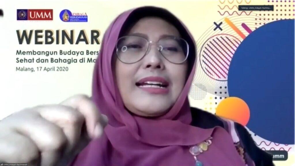 Dr Hidajah Rachmawati dalam Webinar Budaya Bersih dan Hidup Bahagia (Maharina Novi/PWMU.CO)