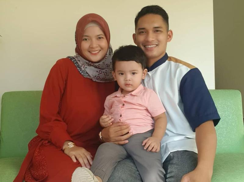 Imam Adi, istri dan anaknya.
