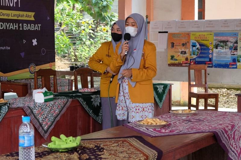 Guru ngaji yang langganan menjadi Master of Ceremony (MC) layak disematkan pada Mazroatul Khoiro Ummah, siswa kelas XI SMA Muhammadiyah 1 Babat (Muhiba).