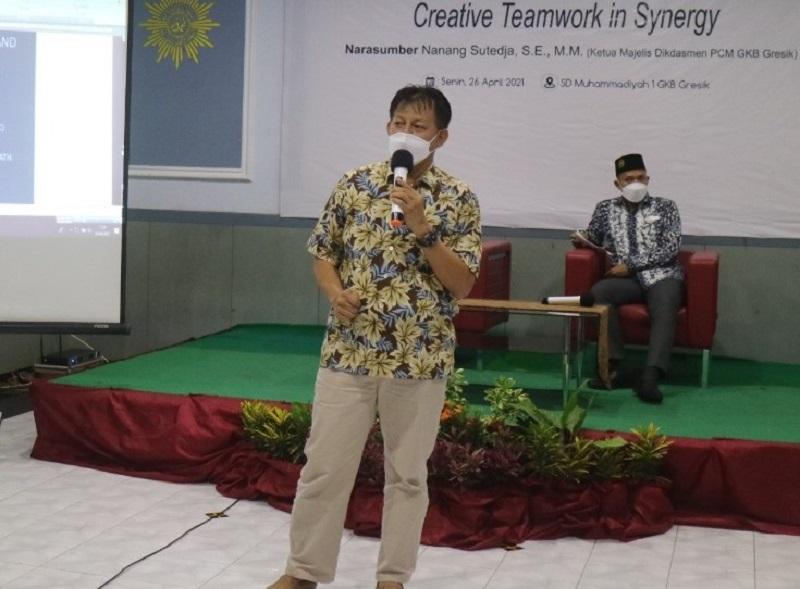 Keberhasilan sinergitas terletak di kreativitas dalam kerjasama tim disampaikan Nanang Sutedja SE MM dalam acara Silaturrahmi Pengurus Foskam SD-MI Kabupaten Gresik masa bakti 2021-2024, Senin (26/4/21).