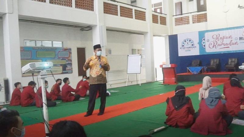 Siapkan pemimpin masa depan, Universitas Muhammadiyah Malang (UMM) mengadakan Latihan Kepemimpinan dan Manajemen Mahasiswa (LKMM), Senin-Rabu (26-28/4/21).
