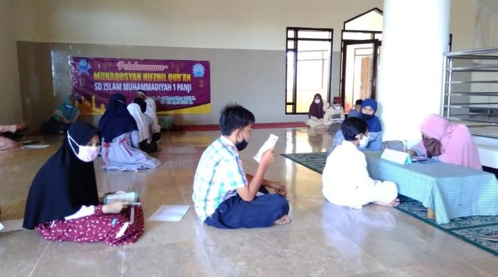 Ujian hafalan digelar saat ramadhan, ada peserta 7 tahun. Ujian bertajuk Munaqasyah Hifdhil Quran ini digelar oleh SD Muhammadiyah 1 Panji, Senin-Rabu (19-21/4/2021).
