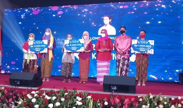 Kartini milenial Smamio, Nabila Eka Agustin, torehkan prestasi nasional dalam ajang Lomba Menulis Kartini Kominfo RI, Rabu (21/4/21).