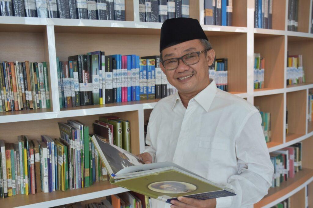 Abdul Mu'ti sumbangkan satu puisi tentang Palestina dalam acara Halal bi Halal dan Silaturrahmi Keluarga Besar Muhammadiyah (Istimewa/PWMU.CO)