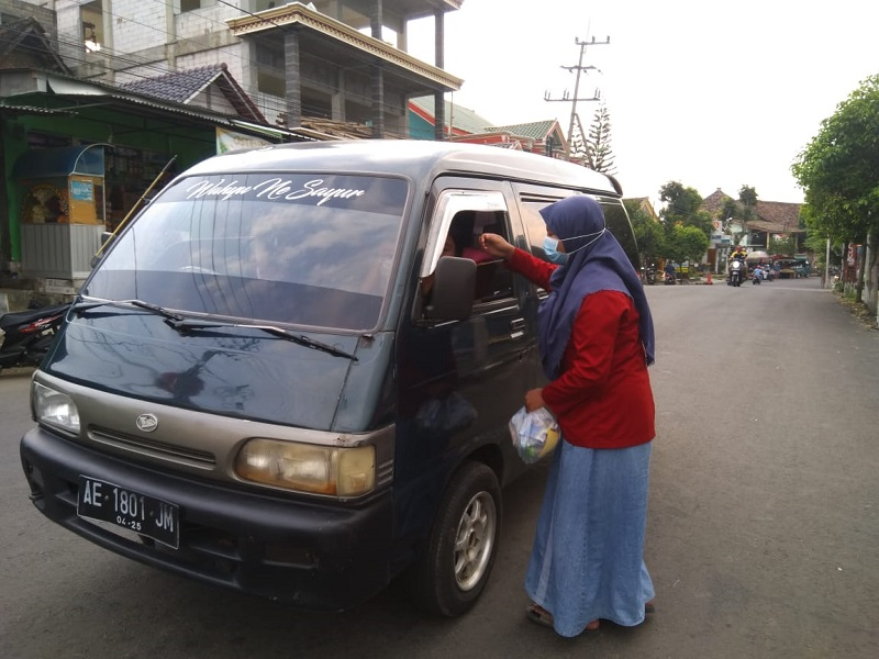 Lazismu Panekan Kabupaten Magetan mengadakan Kegiatan bagi takjil Ramadhan 1442 secara On The Road, Senin, (3/5/21)