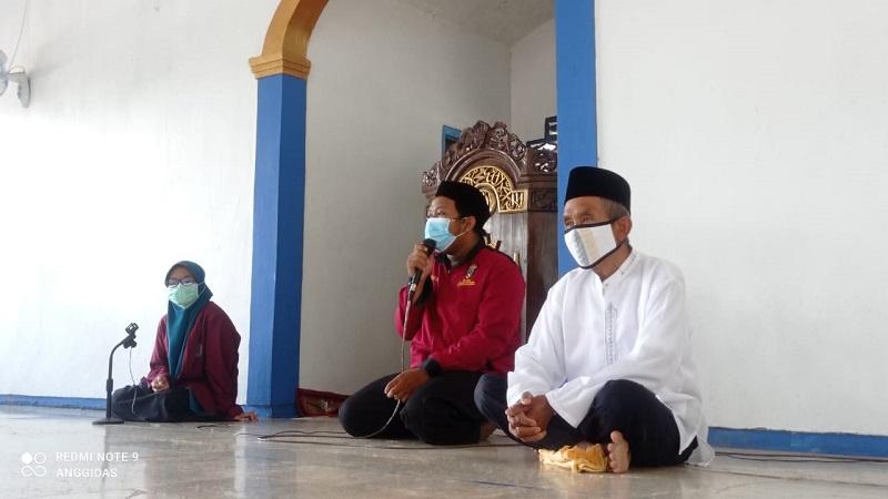 Pengabdian Masyarakat mahasiswa Universitas Muhammadiyah Lamongan (Umla) dilakukan di Dusun Bedingin, Sidobogem dan Tlogoagung, Kecamatan Sugio, Sabtu-Ahad (1-2/5/21) dengan protokol kesehatan dengan ketat.
